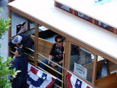 Tim Lincecum and Dan Runzler hang in trolley car before start of — Foto Stock