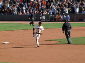 Giants Andres Torres passes 2nd base as he rounds the Bases — Stock Photo