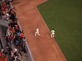 Giants Outfield grabs flyball on the warning track of the outfie — Stock Photo