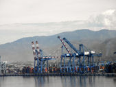 Shipping Cargo Cranes along the shore of Manzanillo, Mexico — Stock Photo