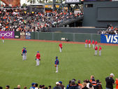 Rangers players standing in the outfield taking balls during bat — Stock Photo