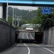 Bikes race down highway underpass in Seoul — Stock Photo