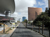 Las Vegas Boulevard by the Fashion Show Mall and Encore Hotel — Stock Photo