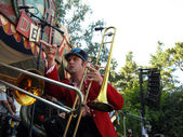 Horn player of Mucca Pazza points across the stage during perfor — Stock Photo