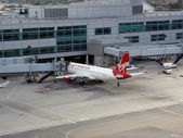 Virgin America planes parked at San Francisco airport waiting to load up with passengers — Stock Photo