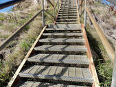 Metal Staircase up to the top of Diamond Head Crater Mountain Si — Stock Photo