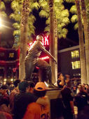 Around Willie Mays statue to celebrate the Giants winning — Stock Photo