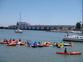 Boats, kayaks, and in floatation devices wait in McCovey — Stock Photo