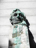 Face Statue of President Abe Lincoln sitting on a pedestal — Stock Photo