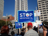 Protesters hold large Signs saying 'STOP KEYSTONE XL' on Howard — Stock Photo
