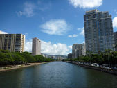 Ala Wai Canal, hotels, Condos, and trees on a nice day in Waikik — Stock Photo