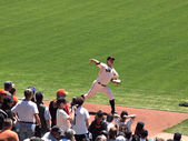 Giants Pitch Matt Cain steps forward with arm reaching back to t — Stock Photo