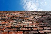 Old brick wall and blue sky — Stock Photo