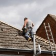 Workman repairing a roof — Stock Photo