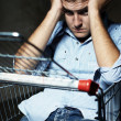 Guy in shopping cart — Foto Stock