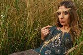 Hippie lady in the fields — Stock Photo