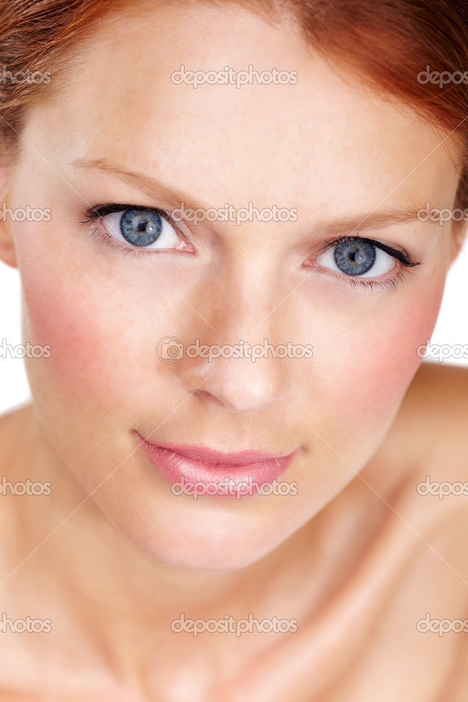 Closeup portrait of a beautiful young woman — Stock Photo #13599585