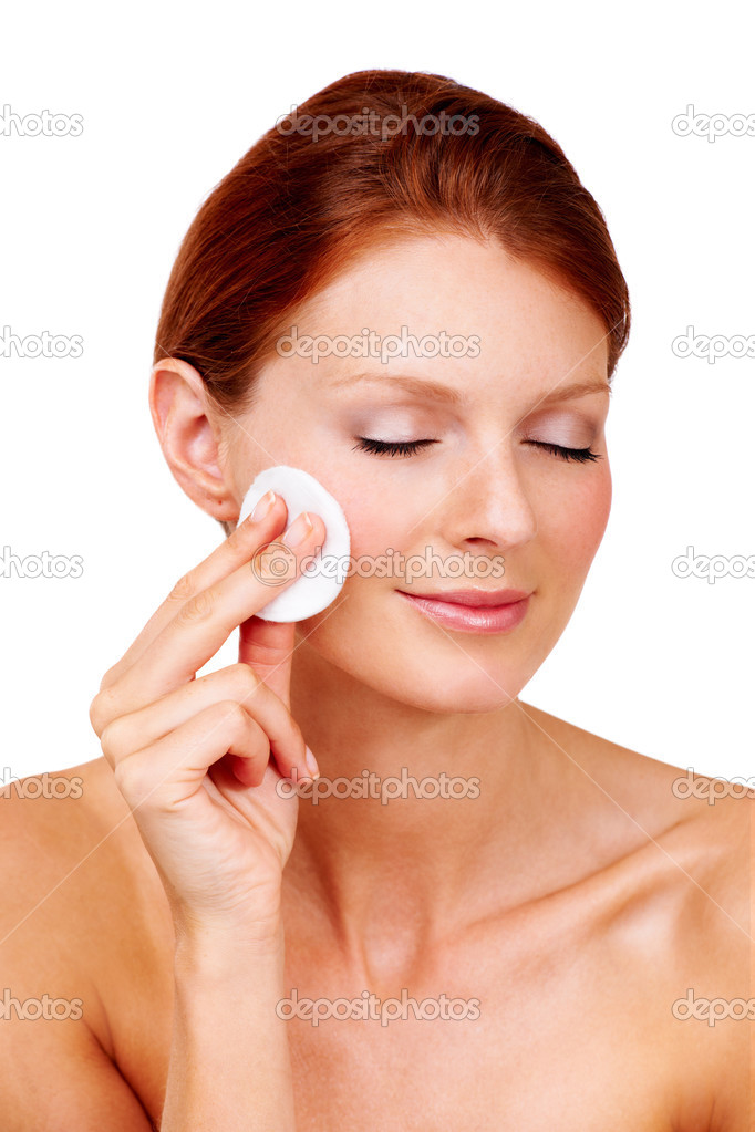 An attractive young woman with closed eyes removing the makeup from her cheeks — Stock Photo #13602851