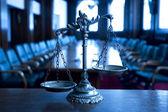 Decorativo balanza de la justicia en la corte — Foto de Stock