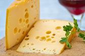 Emental käse und wein — Stockfoto