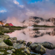 Hut in high mountain with lake — Foto Stock