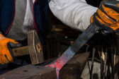 Smith forging hot iron — Foto de Stock