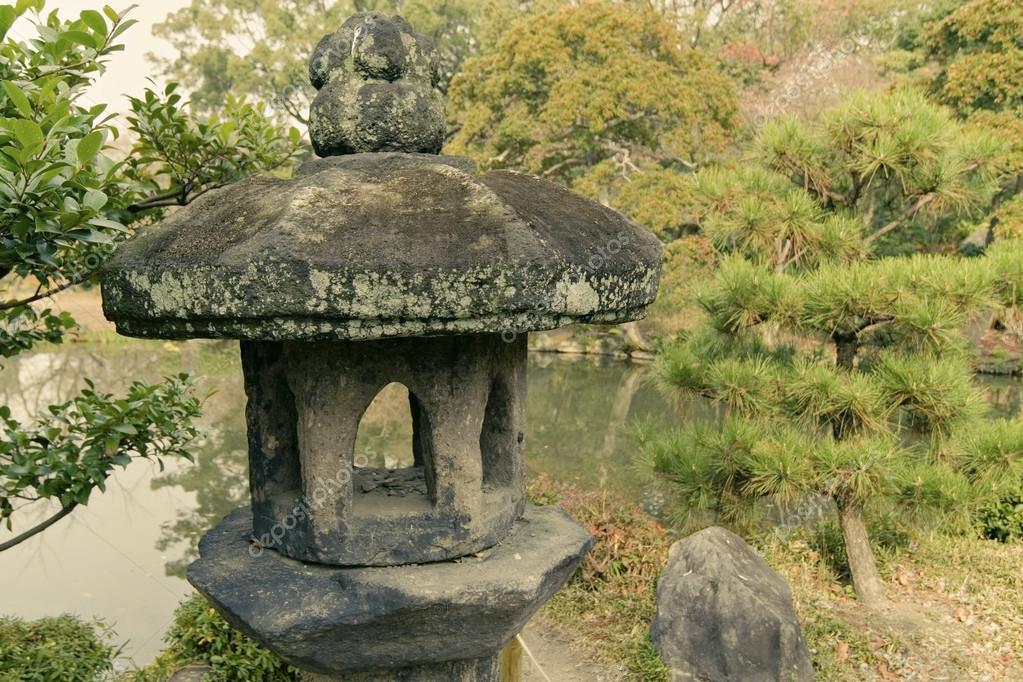 Каменный фонарь в японском саду своими руками