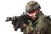 Navo soldaat in volle gang. — Stockfoto