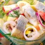Herring salad with apple and potato — Stock Photo #12913942