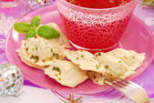 Red borscht and ravioli (pierogi) for christmas — Stock fotografie