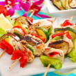 Chicken and vegetable skewers — Stock Photo #13624934