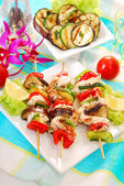 Chicken and vegetable skewers — Stock Photo