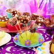Decoration of birthday party table with sweets for child - Foto Stock