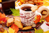 Autumn coffee and cookies — Stock Photo