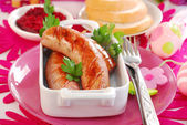 Grilled white sausage with beetroot sauce for easter — Zdjęcie stockowe