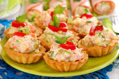 Salty mini tartlets stuffed with vegetable and ham salad — Stock Photo