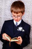 Chłopak idzie do pierwszej komunii świętej — Zdjęcie stockowe
