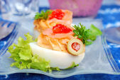 Eggs with smoked salmon and red caviar — Stock Photo