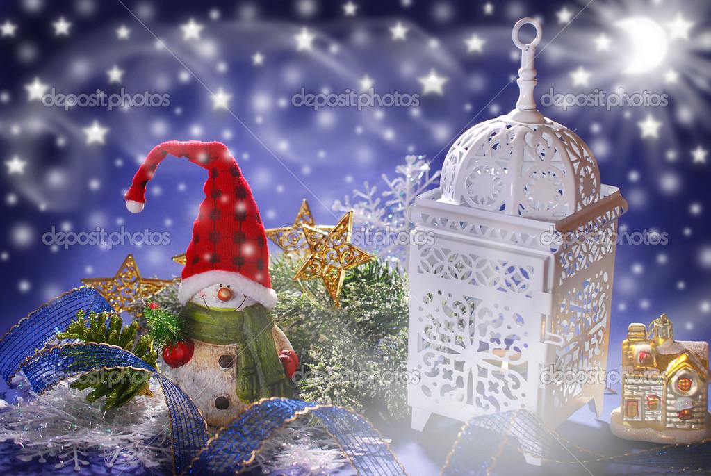 Decorazione di natale con pupazzo di neve e lanterna for Decorazione lanterne natale