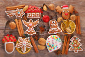 Christmas background with gingerbread cookies ,cutters and spice — Zdjęcie stockowe