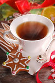 Christmas coffee and gingerbread cookies — Stock Photo
