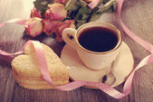 Coffee and heart shaped cookies for valentine in vintage style — Zdjęcie stockowe