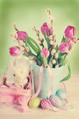 Vintage easter decoration with pink basket and fresh tulips — Stock Photo