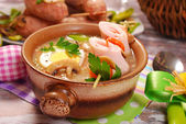 White borscht with rolled ham on skewer for easter — Stockfoto