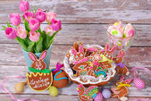 Easter table decoration with handmade gingerbread cookies — Stock Photo