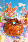 Easter marble ring cake with chocolate flakes — Stockfoto