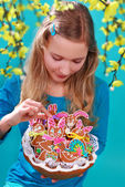 Young girl with easter gingerbread cookies — Stock Photo