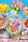 Easter basket with eggs,gingerbread bunny and fresh tulips — Стоковое фото