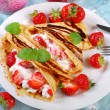 Pancakes with cottage cheese and fresh strawberries — Stock Photo #46675119