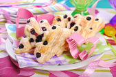 Butterfly shaped puff pastry cookies with blueberry — Stock Photo
